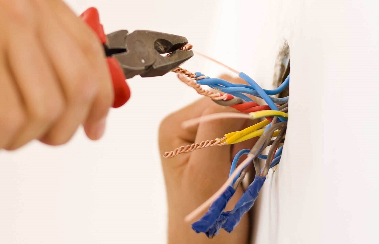 монтаж електропроводки в приватному будинку